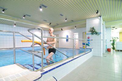 Nemocnice Šternberk nově nabízí nastávajícím maminkám kurzy plavání