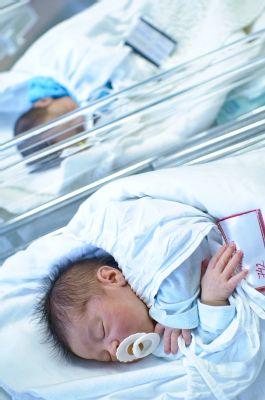 Ve šternberské porodnici přivedli v dubnu na svět rekordní stovku dětí