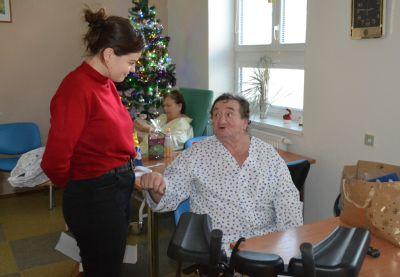 Pacienti v Nemocnici Šternberk o vánoční atmosféru nepřijdou