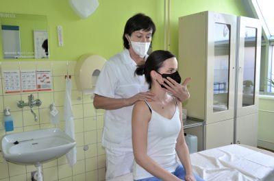 Pandemie ničí lidem záda. Lidé častěji vyhledávají rehabilitační služby Nemocnice AGEL Šternberk kvůli potížím voblasti páteře